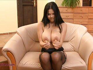 Gloriosa belleza en el sofá videos porno hentai subtitulado en español está cachonda