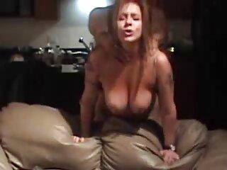 Orinando y jugando con bragas de sexo subtitulado español rubia