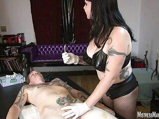 El jefe recoge a la secretaria xxx hermanos sub para trabajar a través de la cama.