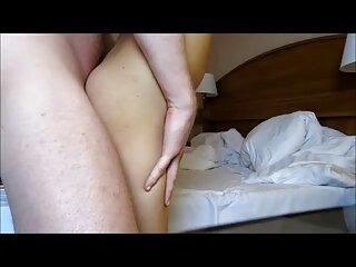 Sonriente asiática xxx hentai sub español se masturba en la cama