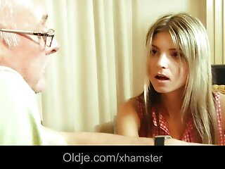 Ava Dalush ordeñó videos de sexo subtitulado la polla de Guy en su boca