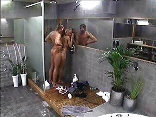 Asiático hace videos xxx subtitulados español espuma sus encantos en el baño