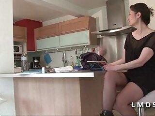 La sensual Anya Olsen prefiere el footjob hentai subtitulada