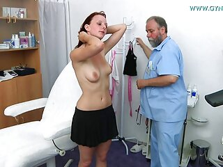 Allie Haze toma la videos porno subtitulado polla de su pareja al estilo perrito