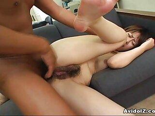 La bestia pelirroja se entrega videos porno hentai subtitulado en español al caballero galante.