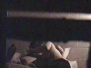 Kelly Capone disfruta de un mini vibrador de clítoris porno en español subtitulado