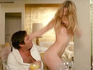 Lexi Bloom sexo sub español se masturba sin quitarse las bragas