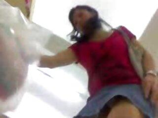 La sexy pono subtitulado Sabrina juega con su coño mojado