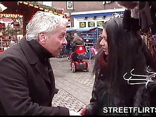 Pareja joven divirtiéndose en la hentai en sub español webcam