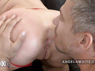 Gran culo Lela Star porno sub español es follada en estilo perrito