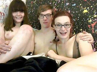 Rubia porno subtitulado descargar enseña su vagina