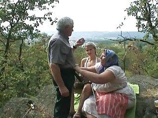 Porristas anal subtitulado practicando sexo lésbico