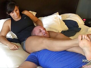 Rompió la almohada video hentai sub español